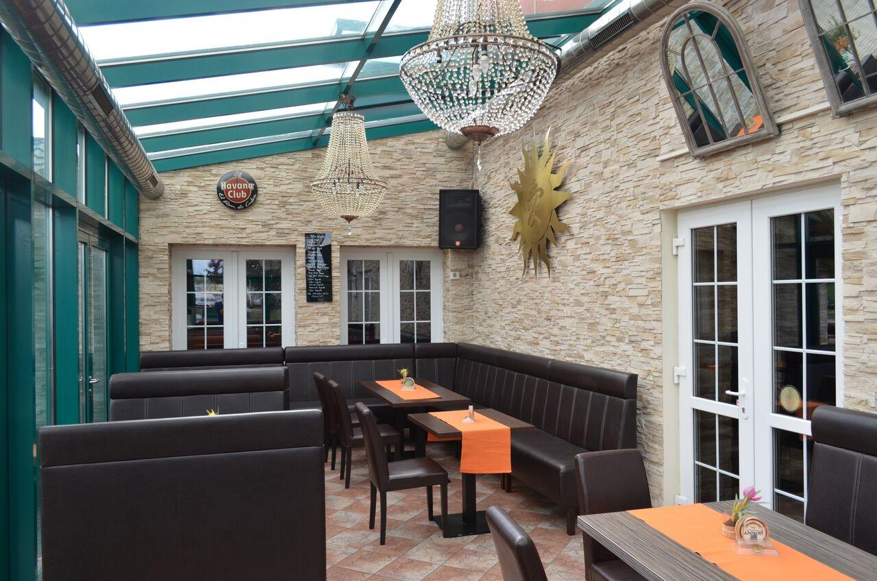 Cafeteria VIANO & Hotel VIANO ROOMS